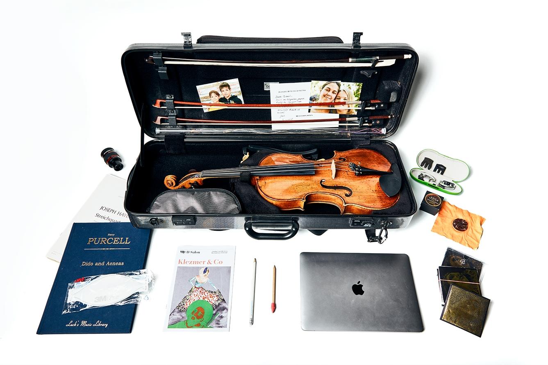 De koffer van soloaltist Michael Gieler