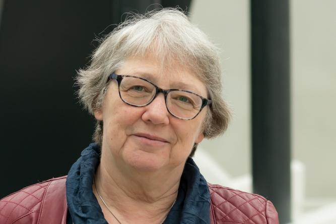 Wat hoort vleermuisonderzoeker Marga van der Tol?